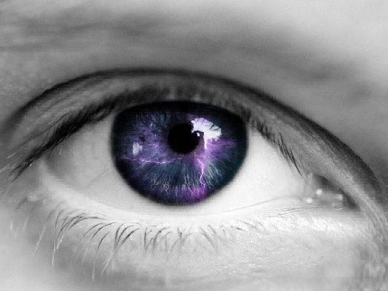 Спалахи в очах – що це?
